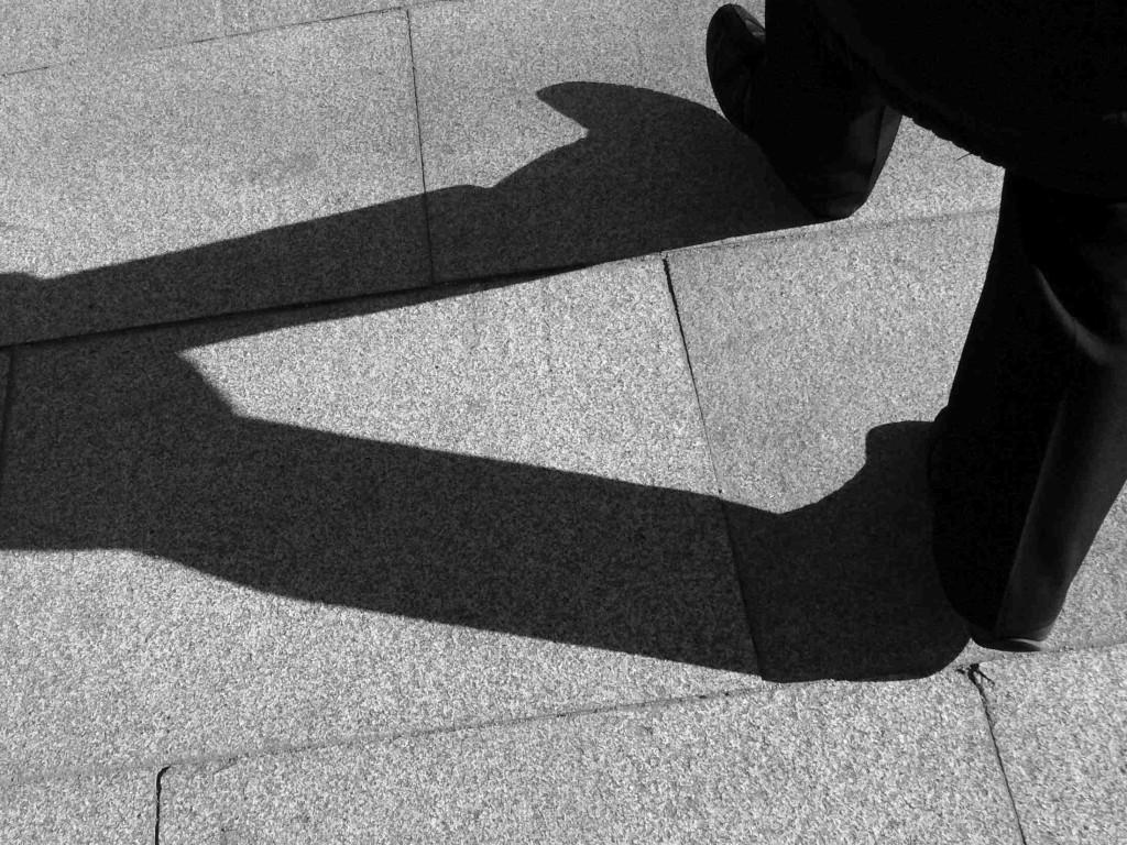 shadow_walking_feet_80565_o freeimages - reduzido